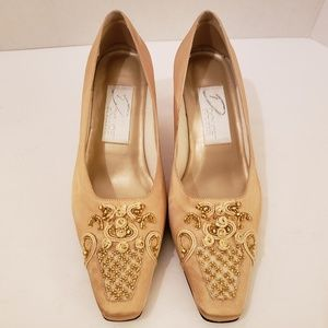3c55f17542 Dolce by Pierre Milton Champagne Gold Heels 8 Wide